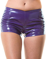 Hot Pants aus lilafarbenem Lack